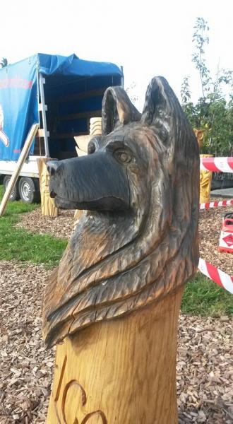 kettensaegenschnitzerei-schaeferhund